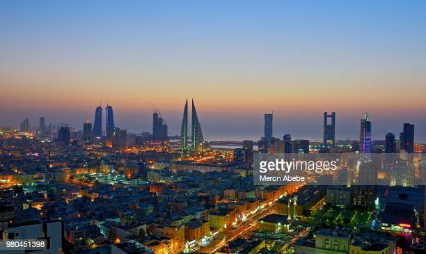bahrain night - bahrain stock pictures, royalty-free photos & images