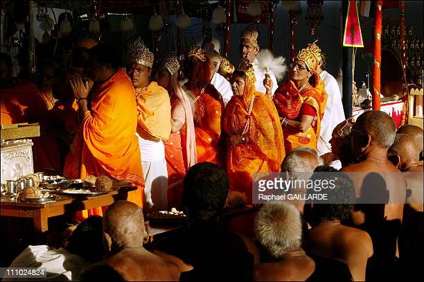 Bahubali, a giant of peace and colors - Donors and digambara monks celebrate the main steps in Adinatha's life, from his conception to his spiritual...