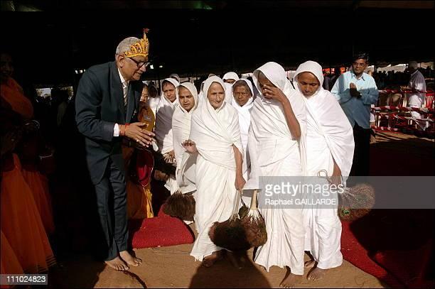 Bahubali, a giant of peace and colors - Nirmal Kumar Jain Sethi, an influent Jain businessman, bows at a group of digambara nuns in Shravanabelagola,...