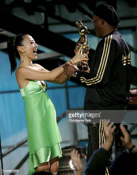 Bai Ling awards Samuel L Jackson the Best Performance By A Human Male for his role in Grand Theft Auto San Andreas