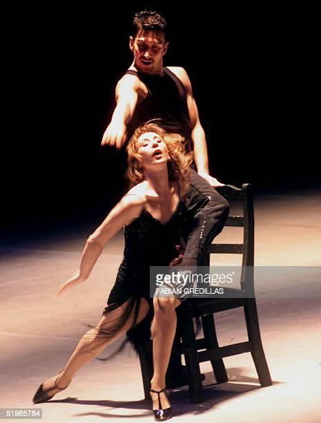 Bailarinas Julio Bocca and Eleonora Cassano interpret the Tango de Piazzola 21 October 2001 in Buenos Aires Los bailarines Julio Bocca y Eleonora...