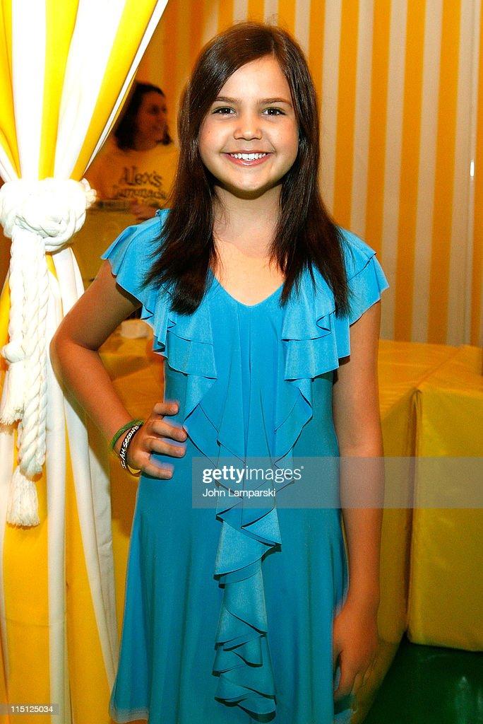 Bailee Madison Visits Alex S Lemonade Stand Foundation