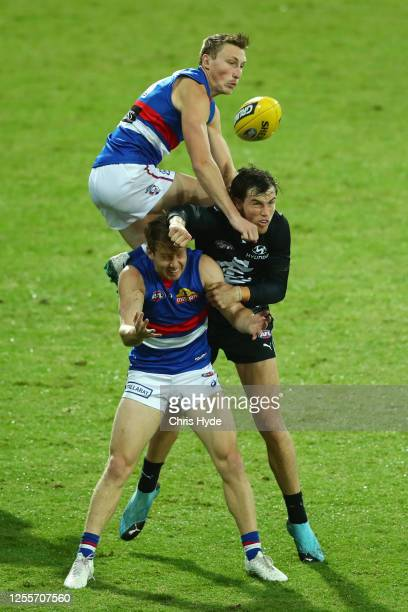 Bailey Dale of the Bulldogs attempts a mark over team mate Lachie Hunter and Lachie Plowman of the Blues during the round 6 AFL match between the...