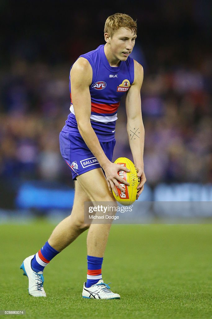 AFL Rd 7 - Western Bulldogs v Adelaide : News Photo