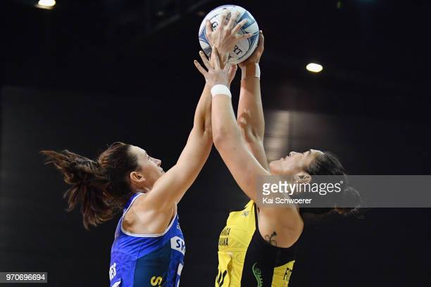 Bailey Mes of the Mystics and Sulu Fitzpatrick of the Pulse compete for the ball during the round six ANZ Premiership match between the Central Pulse...