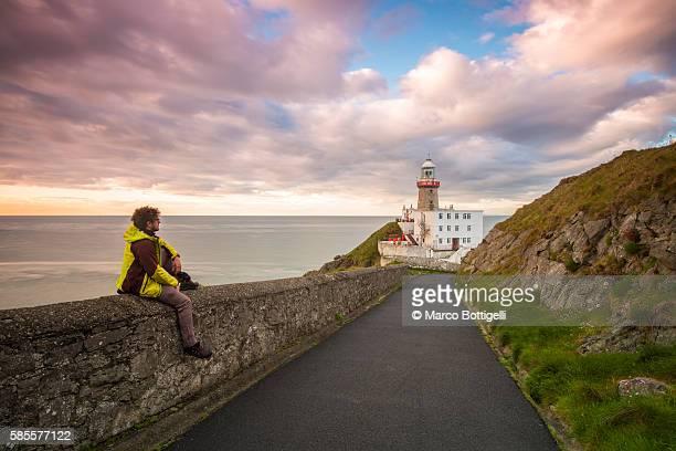 baily lighthouse, howth, county dublin, ireland, europe. - dublin república da irlanda - fotografias e filmes do acervo