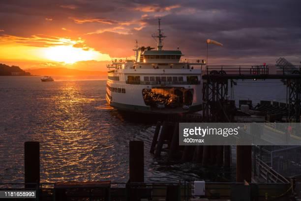 bainbridge ferry - bainbridge island stock pictures, royalty-free photos & images