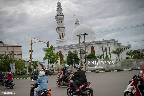 Baiturrahman Mosque Banda Aceh's religious and geographical center survived the devastating tsunami of 2004 The tsunami of December 2004 was as...