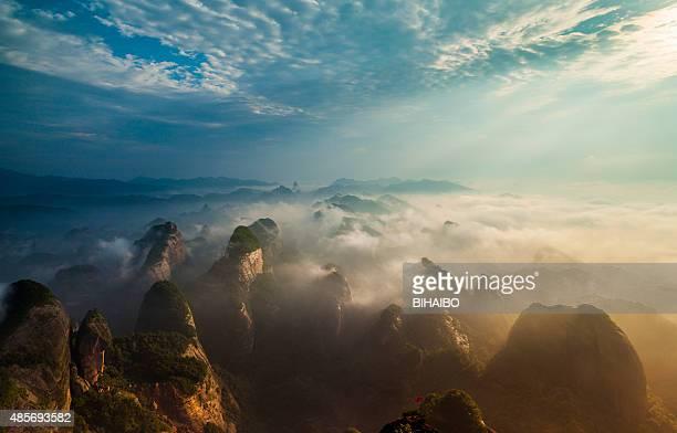 bajiaozhai 山 - 丹霞地形 ストックフォトと画像