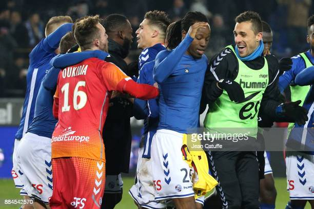 Bakary Kone of Strasbourg and teammates celebrate the victory following the French Ligue 1 match between RC Strasbourg Alsace and Paris Saint Germain...