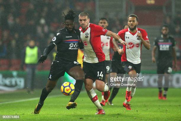 Bakary Sako of Crystal Palace is challenged by Oriol Romeu of Southampton during the Premier League match between Southampton and Crystal Palace at...