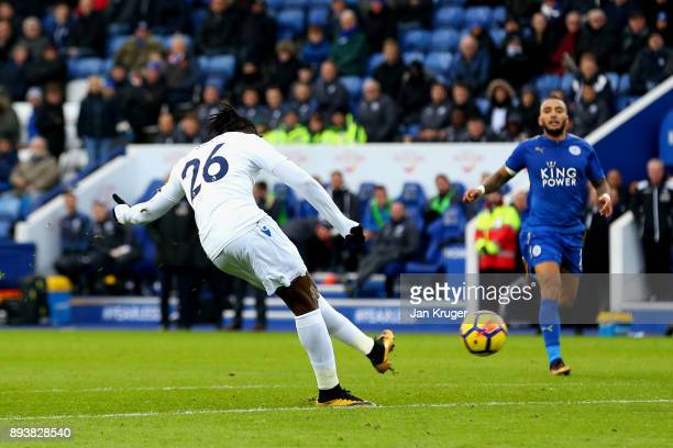 Bakary Sako of Crystal Palace scores his sides third goal during the Premier League match between Leicester City and Crystal Palace at The King Power...