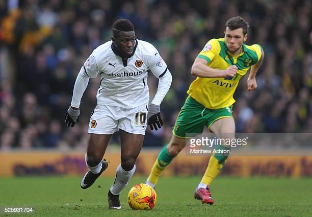 Bakary Sako of Wolverhampton Wanderers and Jonny Howson of Norwich City