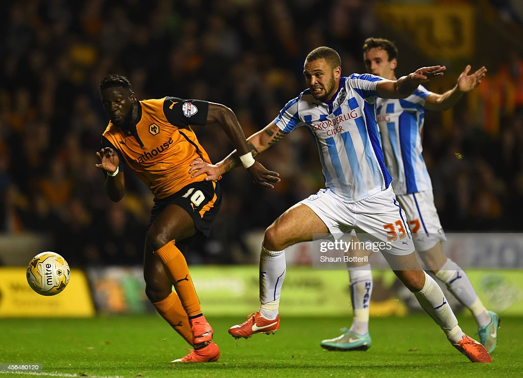 Bakary Sako of Wolverhampton Wanderers breaks through to score as Joel Lynch of Huddersfield Town challenges during the Sky Bet Championship match between Wolverhampton Wanderers and Huddersfield Town at Molineux on October 1, 2014 in Wolverhampton, England.