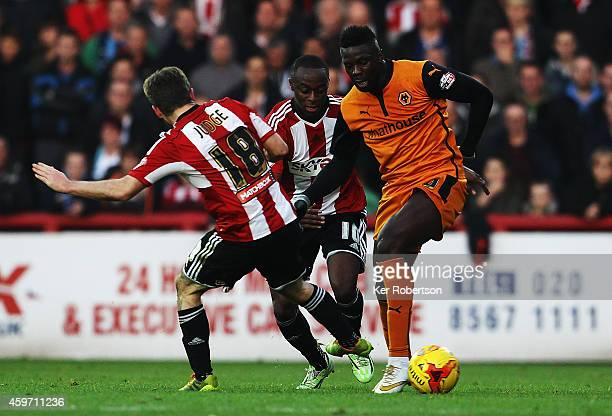 Bakary Sako of Wolverhampton Wanderers holds off the challenge of Alan Judge and Moses Odubajo of Brentford during the Sky Bet Championship match...