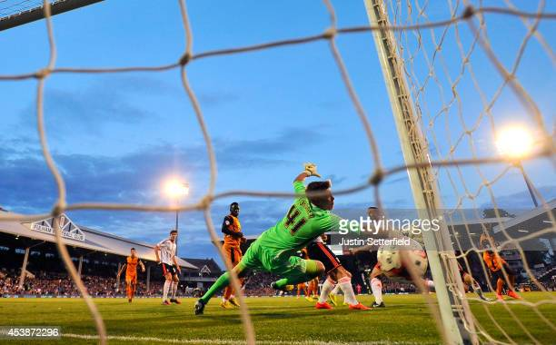 Bakary Sako Of Wolverhampton Wanderers scores the first goal during the Sky Bet Championship match between Fulham and Wolverhampton Wanderers at...