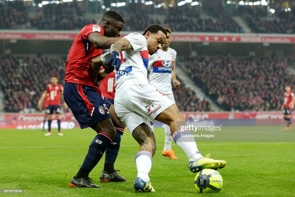 Bakary Soumaoro of Lille, Memphis Depay of Olympique Lyon during the French League 1 match between Lille v Olympique Lyon at the Stade Pierre Mauroy on February 18, 2018 in Lille France