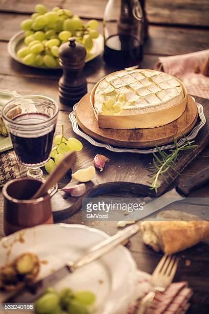 Gebackenen Camembert Käse und weiche Creme