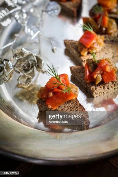 baked eggplant and paprika salad - canap�� photos et images de collection