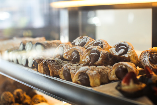 Baked pastries in a store window. - gettyimageskorea