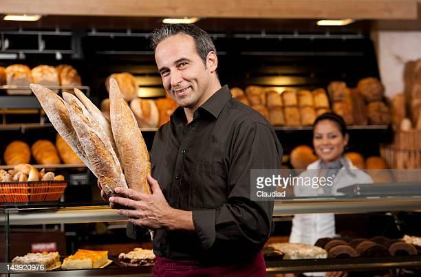 Baker et du chef des ventes de vendre baguette de pain