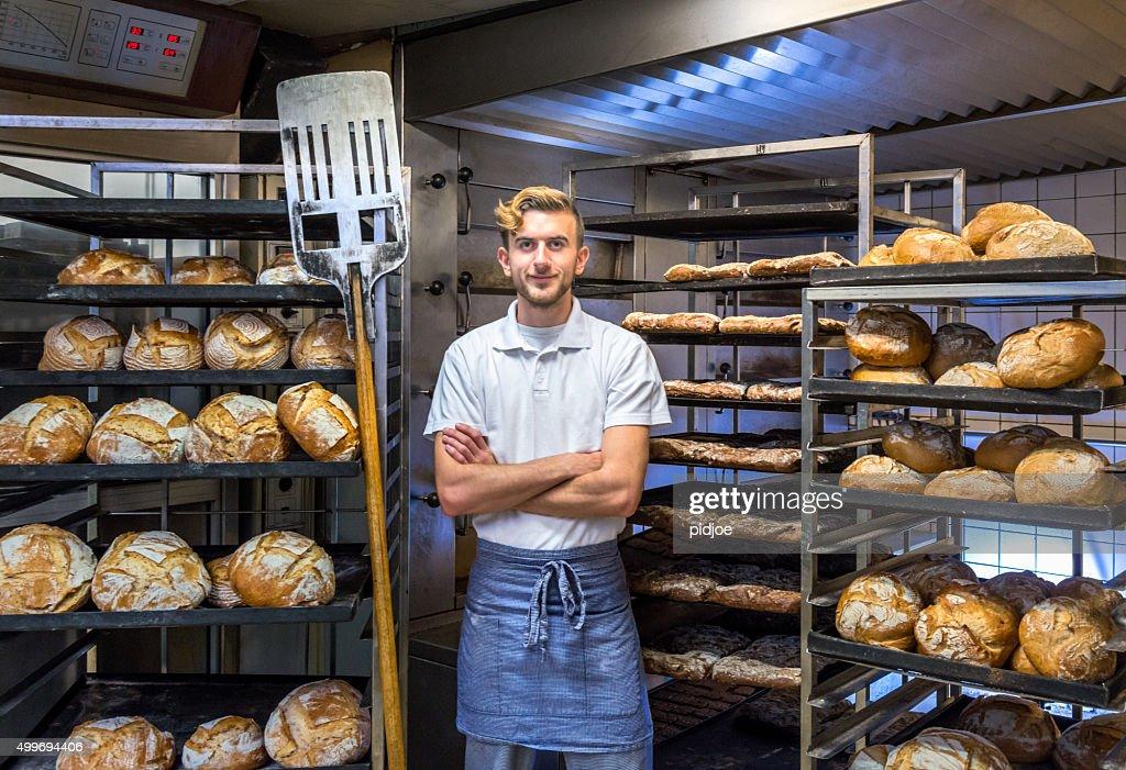 Baker in der Bäckerei baking bread : Stock-Foto