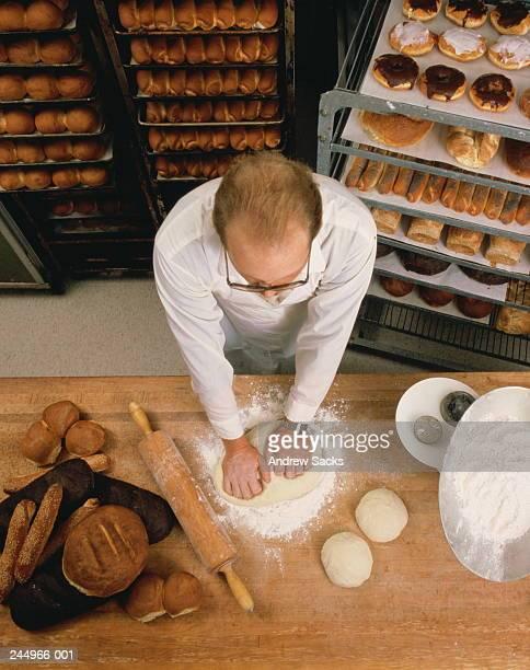baker kneading dough, overhead view - nordeuropäischer abstammung stock-fotos und bilder
