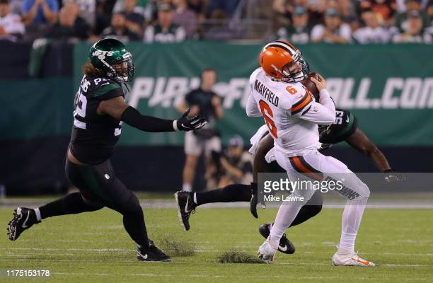 Baker Mayfield of the Cleveland Browns avoids a tackle against Leonard Williams of the New York Jets in the second half at MetLife Stadium on...