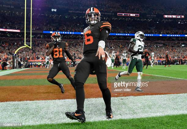 Baker Mayfield of the Cleveland Browns celebrates after making a catch on a twopoint conversion attempt during the third quarter against the New York...
