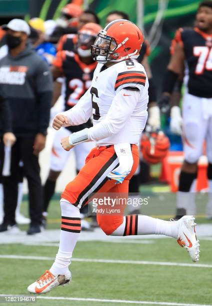 Baker Mayfield of the Cleveland Browns celebrates after throwing the go-ahead touchdown to Donovan Peoples-Jones with 11 seconds remaining during the...