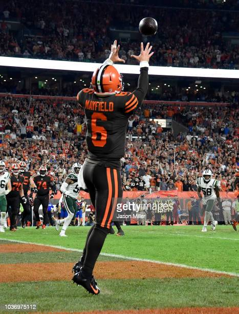 Baker Mayfield of the Cleveland Browns makes a catch on a twopoint conversion attempt during the third quarter against the New York Jets at...