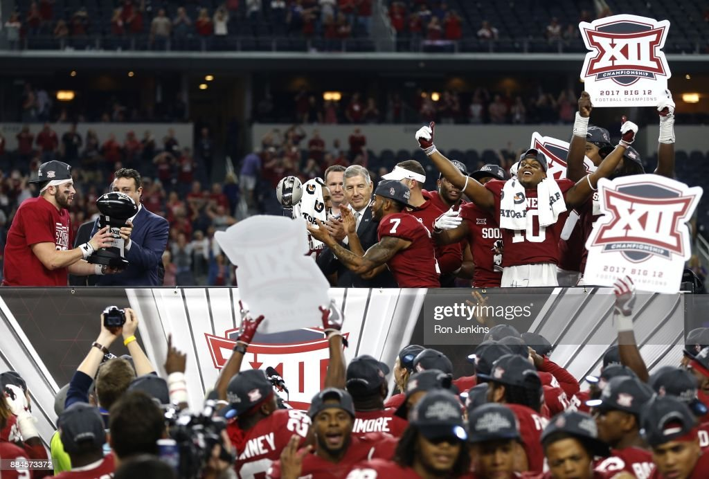 Baker Mayfield #6 of the Oklahoma Sooners celebrates with his team after defeating the TCU Horned Frogs 41-17 in the Big 12 Championship AT&T Stadium on December 2, 2017 in Arlington, Texas.