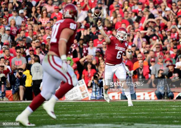 Baker Mayfield of the Oklahoma Sooners throws to Mark Andrews of the Oklahoma Sooners for a completion and first down in the 2018 College Football...