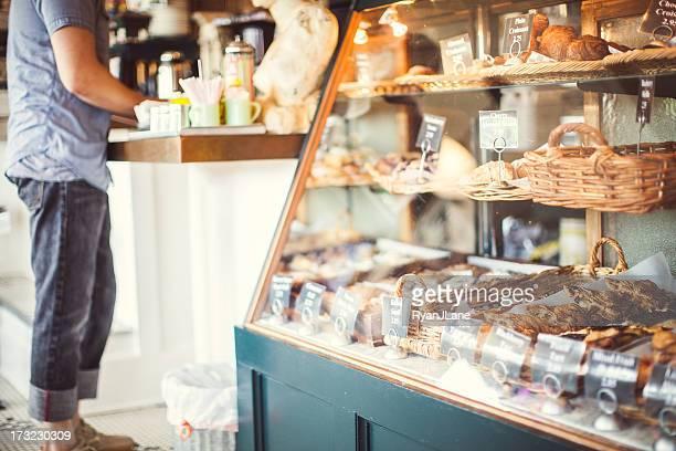 Bäckerei und Mann Bestellung aufgeben