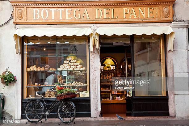 bakery in bassano del grappa - バッサーノデルグラッパ ストックフォトと画像