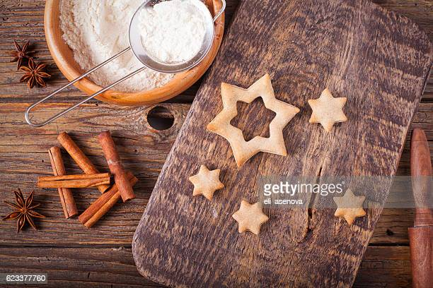 baking cookies for christmas - country christmas stock pictures, royalty-free photos & images