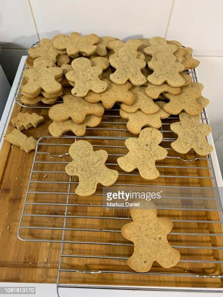 """baking gingerbread cookies - """"markus daniel"""" stock pictures, royalty-free photos & images"""