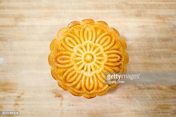 baking moon cake for chinese mid-autumn festival - moon cake stock pictures, royalty-free photos & images