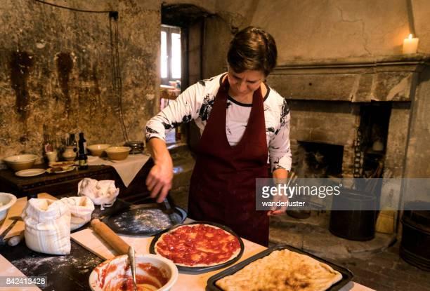 焼くピザ - アブルッツォ州 ストックフォトと画像