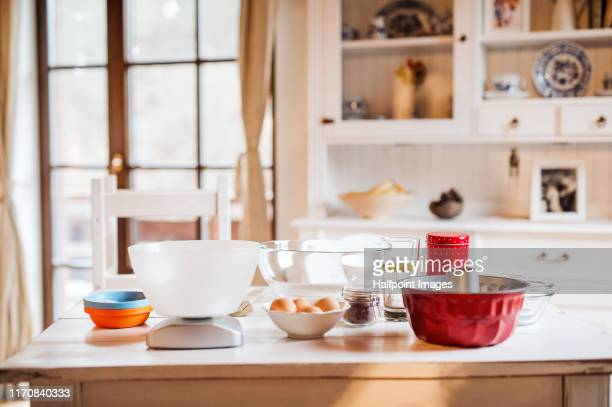 a baking tin, scale and ingredients on kitchen table indoors at home. - 台所 ストックフォトと画像