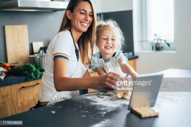 baking with mom - mezzo busto foto e immagini stock