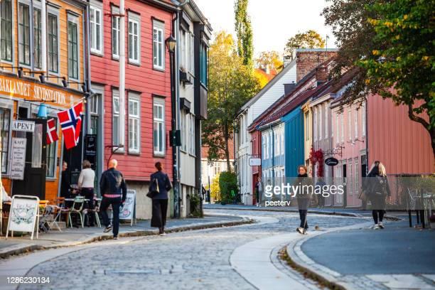 bakklandet distrikt - trondheim, norge - kullersten bildbanksfoton och bilder