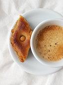 un baklava et une tasse de