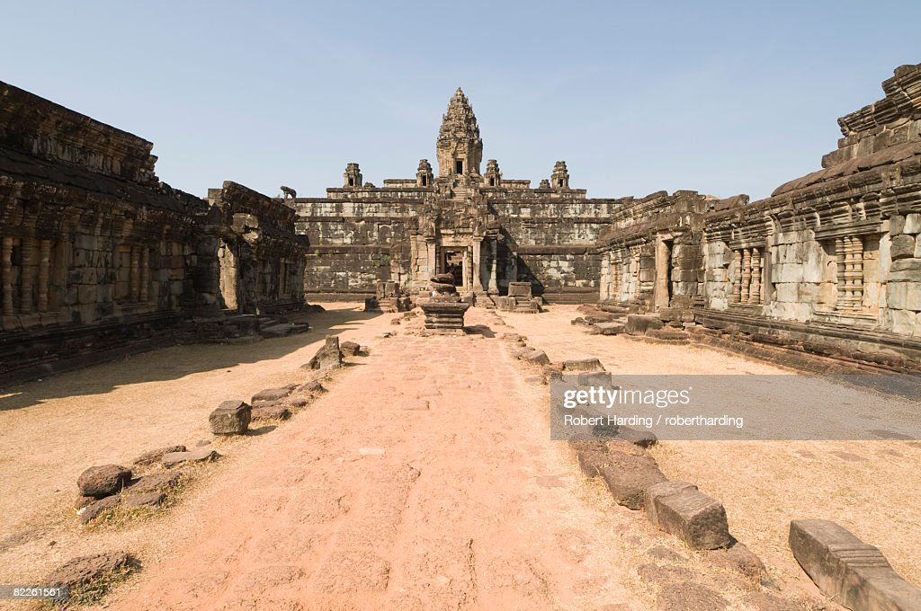 Bakong Temple, AD881, Roluos Group, near Angkor, UNESCO World Heritage Site, Siem Reap, Cambodia, Indochina, Southeast Asia, Asia : Stock Photo