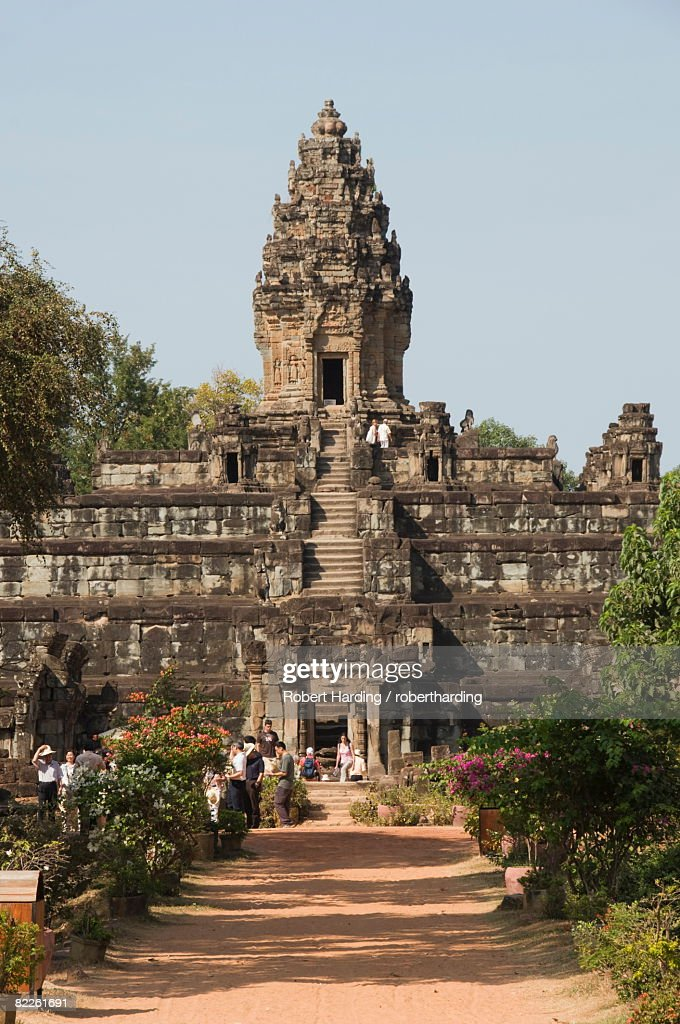 Bakong Temple dating from AD881, Roluos Group, near Angkor, UNESCO World Heritage Site, Siem Reap, Cambodia, Indochina, Southeast Asia, Asia : Stock Photo