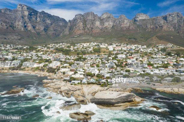 bakoven, camps bay, table mountain, cape town, south africa - western cape province stock pictures, royalty-free photos & images