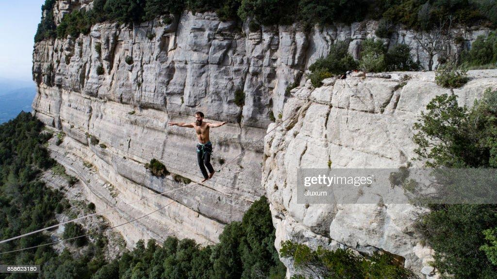 Balance-Gratwanderung zu Fuß : Stock-Foto