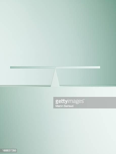 Equilibrado en los extremos opuestos de balancín