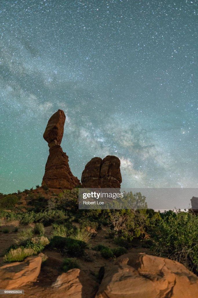 Balanced Rock Milky Way : Stock-Foto