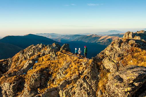 Balancing girls on the ridge of the Vantarea of Buteanu Peak on sunrise, Fagaras mountains, Romania - gettyimageskorea